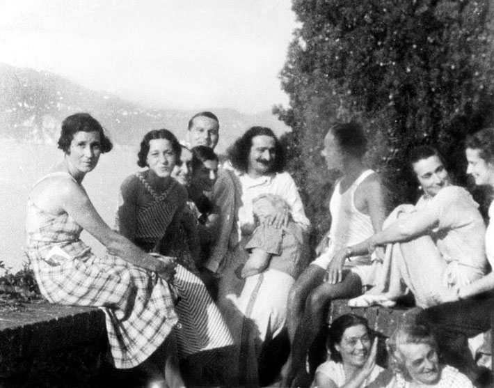 MSI Collection : Portofino, Italy - Mabel is seated on the ground - dark hair