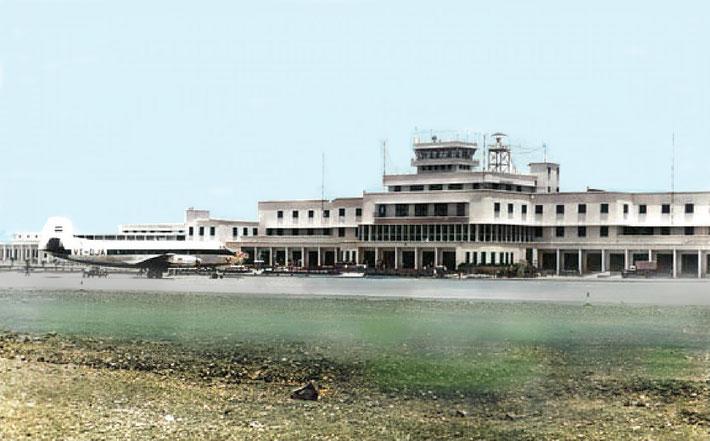 1948 : Santa Cruz Airport, Bombay ( Mumbai), India. Image colourized by Anthony Zois.