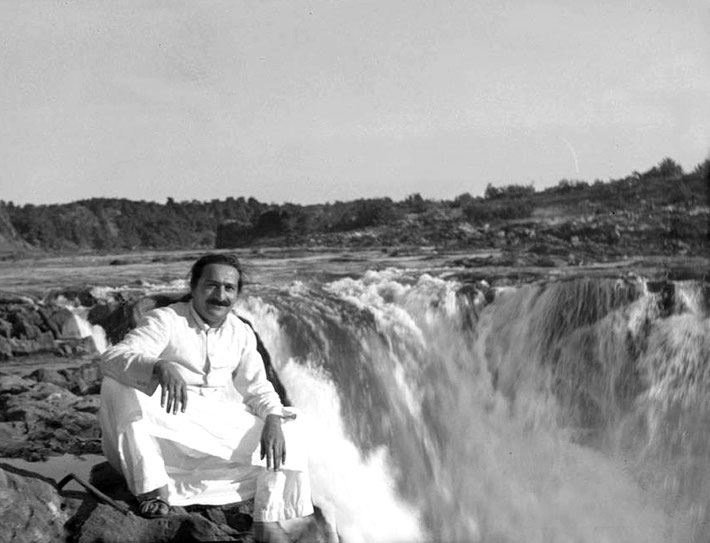 24th DEcember, 1938 : Meher Baba on the Narmada River at Dhuandhar Falls , Marble Rock, near Jabalpur, India. Photo taken by Rano Gayley.