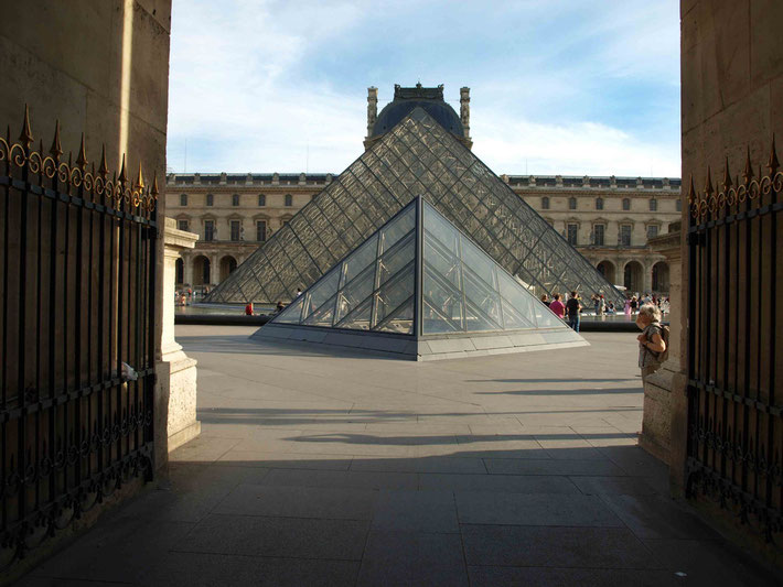 Photo ; A.Zois, 2010 - The Pyramids above the entrance below.