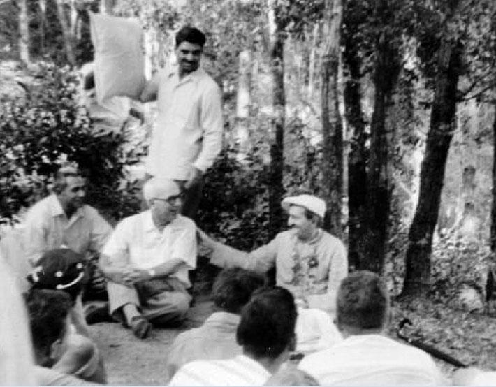 1956 ; Baba wearing Ben Hayman's cap