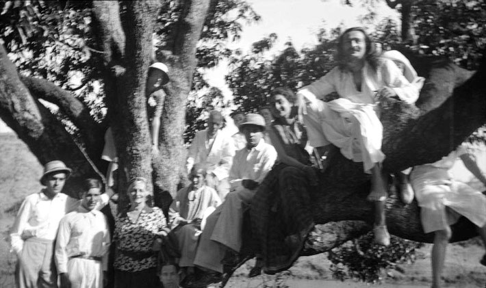 MSI Collection ; 1937  Trimbak,India - Standing & leaning against the tree