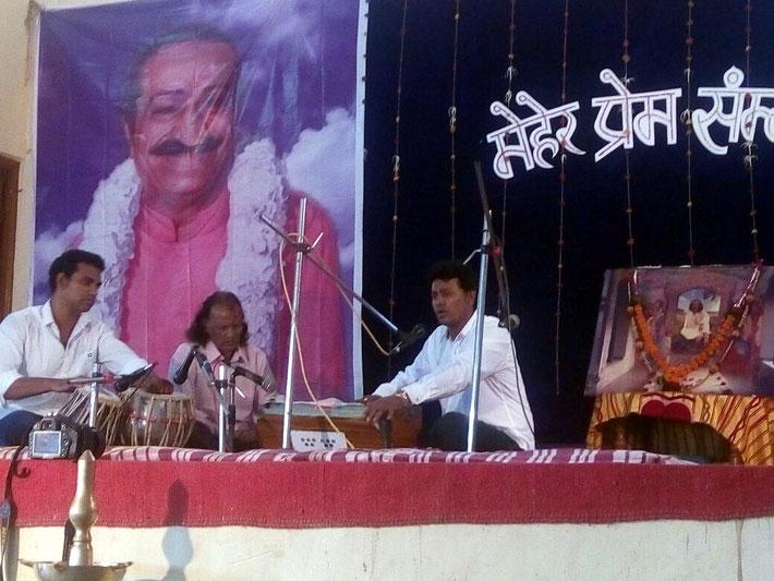 Dev Jat performing