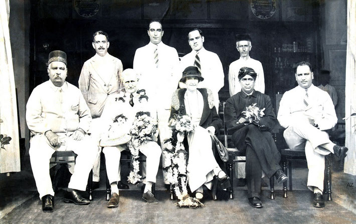( L-R ) front : Khansaheb Kaikushru, English couple , unknown turban man, Dinshaw Irani. Rear : Rusi, Sarosh Irani, Merwan Polad ( Mehru ) & unknown.