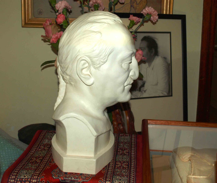 Baba's bust and His sadhra in Melbourne, Australia