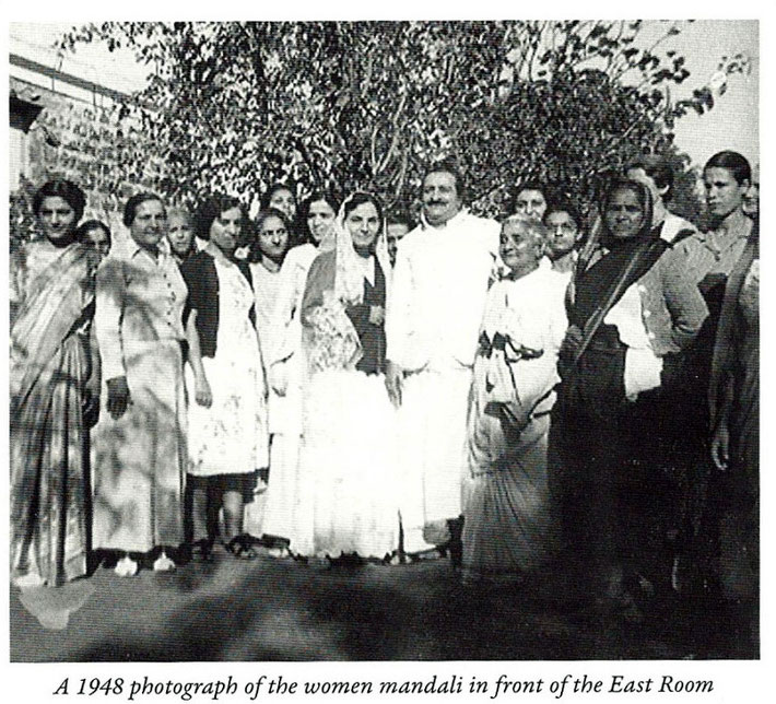 Meheru Dastur is on the right of Meher Baba