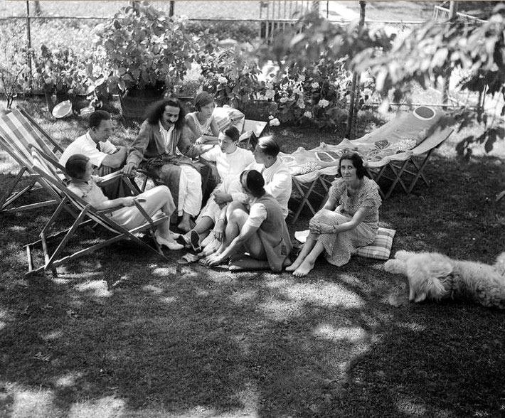 6th July 1934 ; Mertens home : Merten's daughter Anna Katerina sitting on the right of Baba , Kitty Davy, Anita De Caro sitting ( back to camera ) & Enid Corfe sitting looking at camera. The dog is Johnny. Photo by W.Mertens - Courtesy of MN Collection