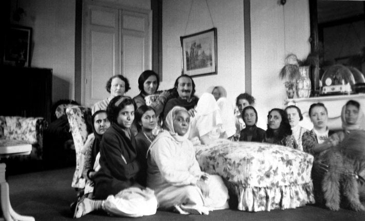 1937 : Villa Caldana, Cannes, France. Naja is seated far left of Meher Baba. Courtesy of MN Publ.