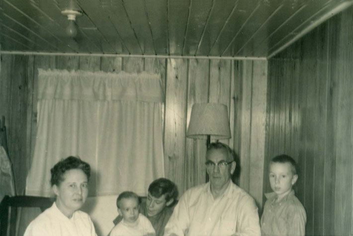 Frank with Sadie Hegg & his children ; L-R John, Frank Jrn 111, & George