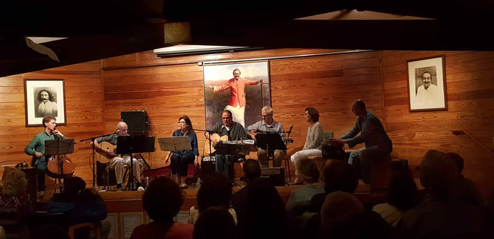 Mid-April 2017 : Meher Center, Myrtle Beach, SC.  ( L-R ) Patrick O'Neill (cell), David Morris (guitar), Jane Mossman ( vocals ), Buzz Connor (guitar), Ross (guitar), Jenny (vocals) & Cliff Hackford (percussion)