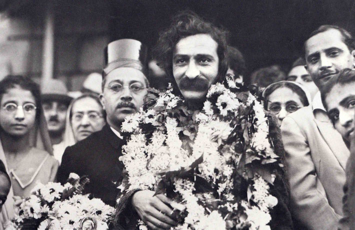 LP : Meher Baba being greeted on his return back to Bombay in 1932. His mother Shireen Irani is on his left-rear and Gulmai Irani on his right-rear.