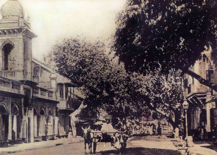 Postcard of Malcolm Tank Road in the 1910s, showing a crowd in the middle of the road possibly observing Hazrat Babajan.  Courtesy of the Beloved Archives , NJ.