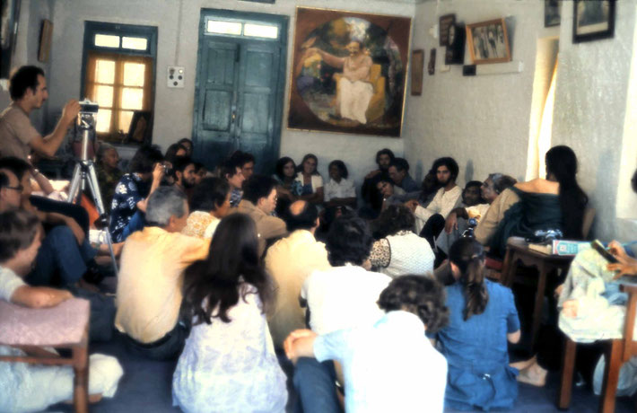 January 1975 ; Eruch giving a talk. Photo taken by Anthony Zois