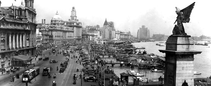 The Bund 1930s - The Palace Hotel is way around the bend of the Bund, opposite the triangular roofed building ( Cathay Hotel ).