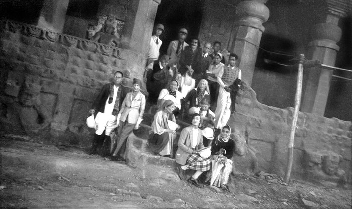 MSI Collection ; Nasik, India 1937 - Mary is seated at the front, side on.