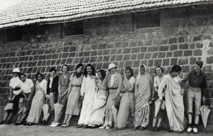 Meherabad - 1937 : Meher Baba with both Eastern & Western female close ones. Photo courtesy of Glow International - Summer 2017