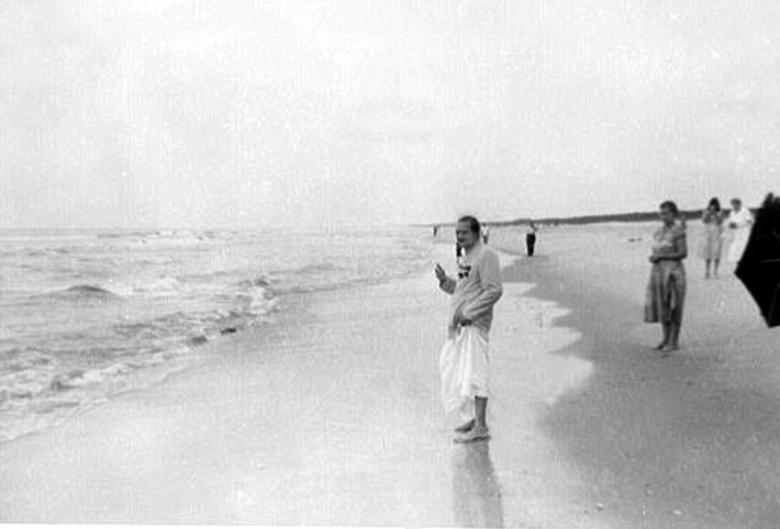 1956 ; Meher Baba on Center Beach ( Arcadia Beach )