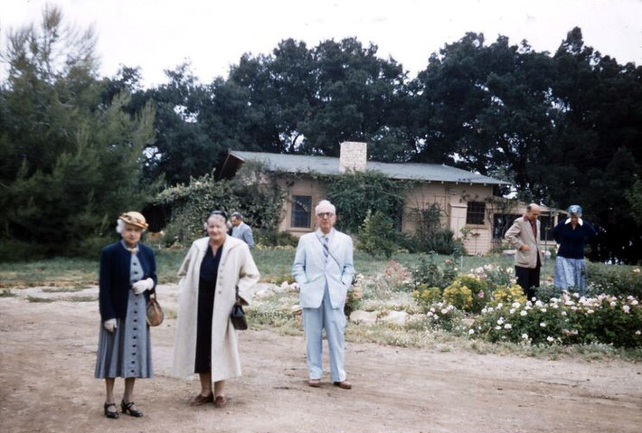 Meher Mount on August 2, 1956 ; Elizabeth Patterson ( white coat ) & Ben Hayman.