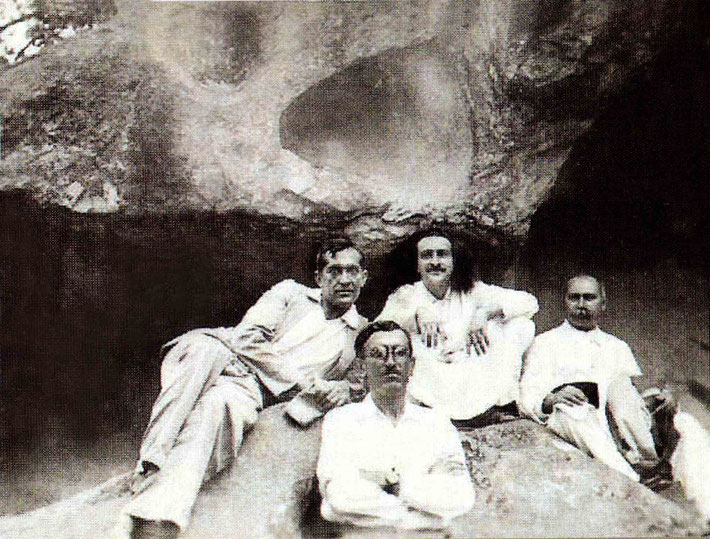 ( L-R ) Raosaheb Afseri, Chanji, Meher Baba, Gustadji Hansotia. Courtesy of Glow Int. magazine - Fall 2017 p.7