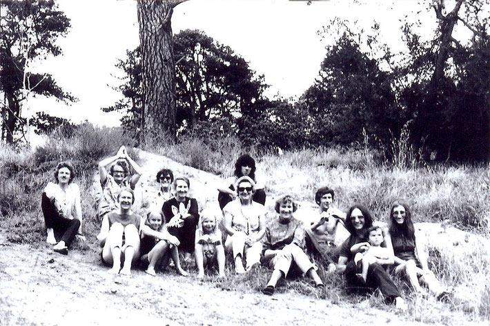 Melbourne group early 1970s- Ena back row, 2nd from the left