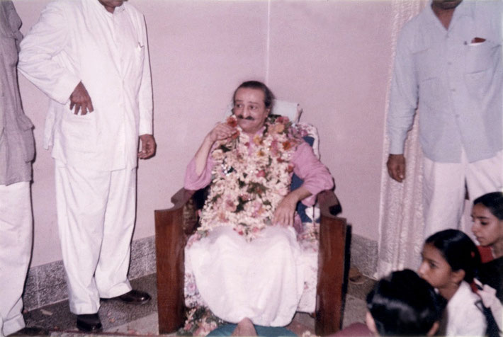 10-14th March 1959 - Ashiana, Bombay, India.  Adi Srn & Eruch either side of Meher Baba. Photo taken by Sylvia Hellman