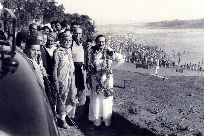 7th November 1954 : Meher  Baba  at the Chandrabhaga River early morning, with (front L-R) Aloba, Eruch, Adi K., Meherjee,?, Saint Gadge Maharaj, Sarosh & Gustadji behind Baba. Photo taken by B. Panday. Courtesy of Lord Meher ; 1st Ed. Vol.13-14, p.4573.