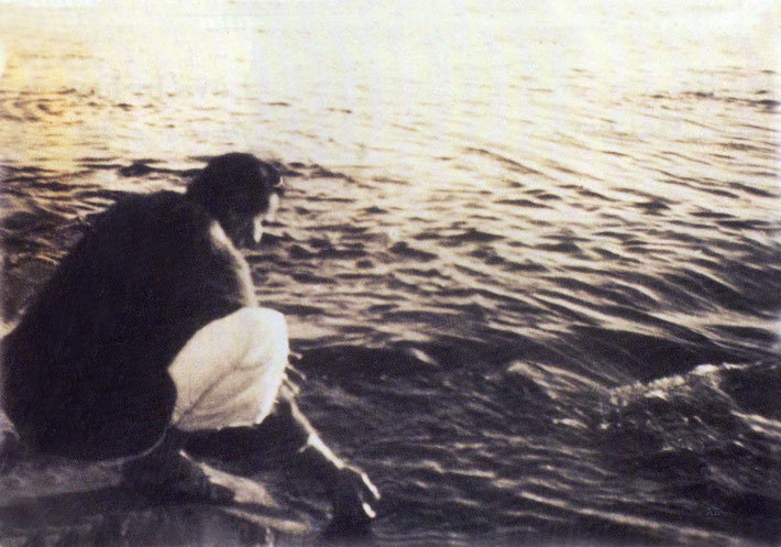 Chritmas Day, 1938 : Meher Baba at the Narmada River. Courtesy of Glow International magazine - Winter 2015