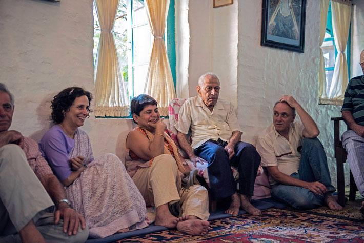 Courtesy of Frank Bloise. Mehera( centre ) with Meherwan Jessawala at Mandali Hall, Meherazad, India.