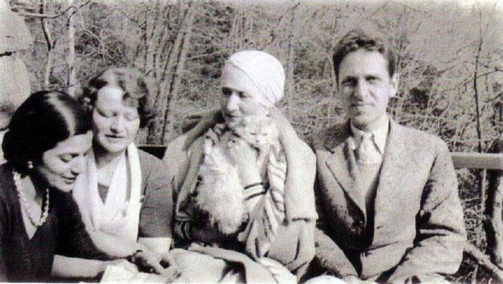 1931 - Croton, NY : ( L-R ) Anita de Caro, Elizabeth Patterso, Norina and Malcolm Schloss.