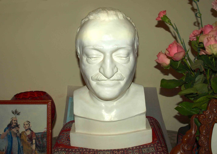 Baba's bust in Melbourne, Australia. Photo taken by Anthony Zois