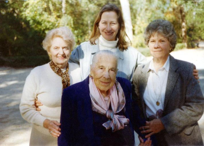 ( L-R ) Joy Miller, Wendy Connor, Kitty & Stella Hernandez