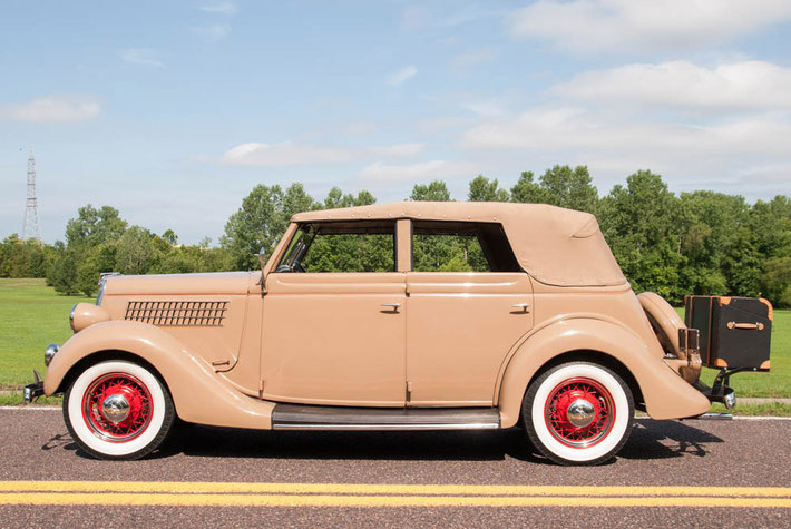 1935 Ford Model 48 Deluxe Convertible Sedan