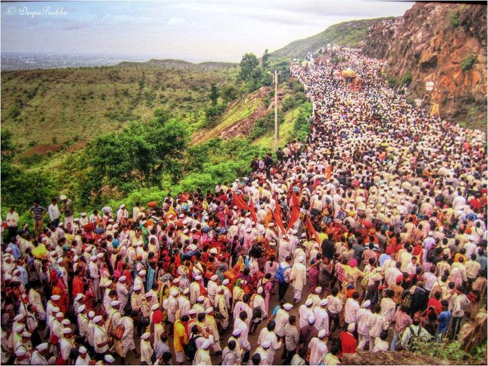 Pilgrims follow devotional routes