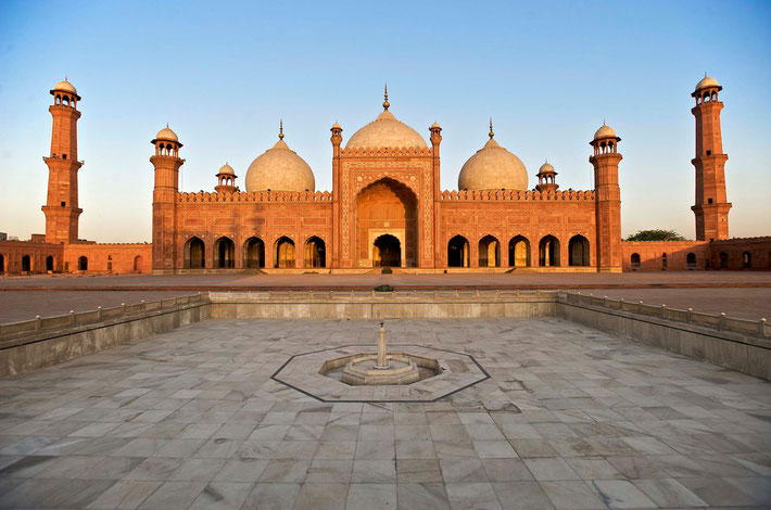 Badshahi Mosque ; Photo by Alissa Everett
