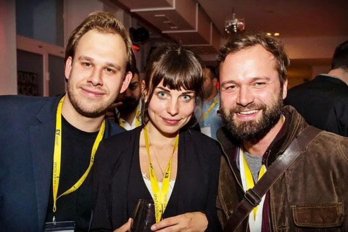 Texterin Anne Schwerin mit Kevin Pflock von JUNGE GRÜNDER und  Martin Dahms von LIQE