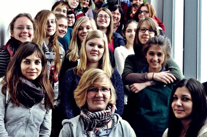 Anne Schwerin mit Teilnehmerinnen eines Programmierworkshops von ego. tech-on