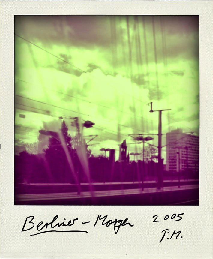 Pedro Meier Schriftsteller – Himmel über Berlin – Polaroid 2005 zu Gedichtzyklus BERLIN – Amrain Verlag © Pedro Meier Artist, Fotokünstler, Lyriker, Maler, Autor. Atelier: Niederbipp. Bangkok BACC, SIKART Zürich ProLitteris. Literatur, www.Autorenwelt.de
