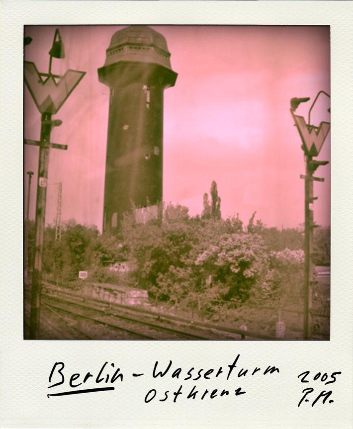 Pedro Meier Schriftsteller – Berlin Ostkreuz – Polaroid 2005 zu Gedichtzyklus BERLIN – Amrain Verlag © Pedro Meier Artist, Fotokünstler, Lyriker, Maler, Autor. Atelier: Niederbipp. Bangkok BACC, SIKART Zürich ProLitteris, Literatur, www.Autorenwelt.de