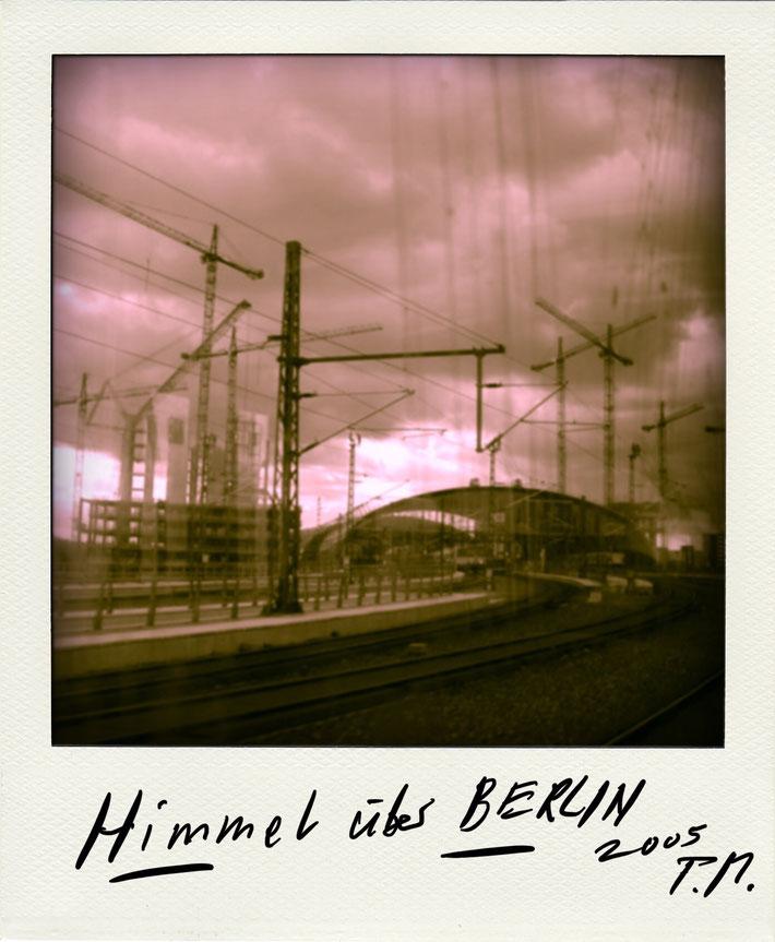 Pedro Meier Schriftsteller – Berliner Himmel – Polaroid 2005 zu Gedichtzyklus BERLIN – Amrain Verlag © Pedro Meier Artist, Fotokünstler, Lyriker, Maler, Autor. Atelier: Niederbipp. Bangkok BACC, SIKART Zürich ProLitteris, Literatur, www.Autorenwelt.de