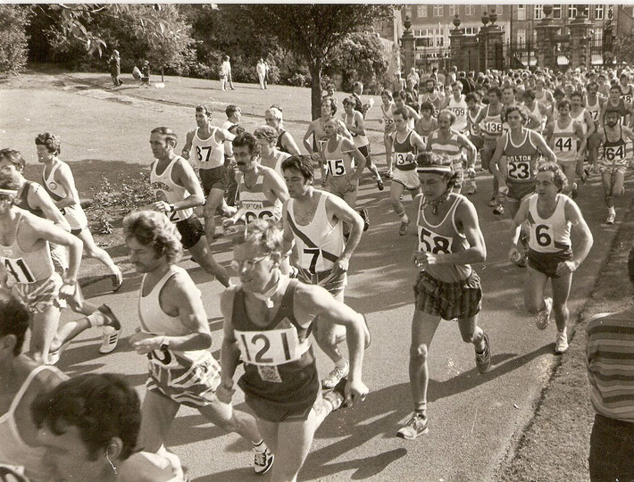 The start of the Two Bridges Race at Dunfermline Glen 1981; Dave Dowdle is no 6, Ken Leyshon is no 7