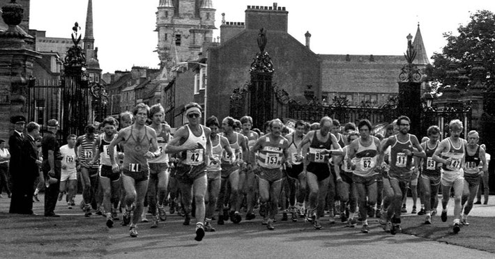 The start of the Two Bridges Race at Dunfermline Glen 1983; Dave Dowdle is tucked behind no 62