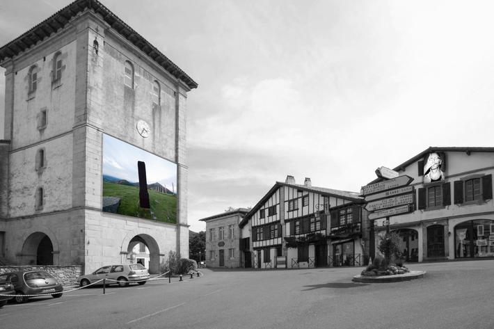 Place de l'église à Ascain (Pyrénées Atlantiques) pendant l'événement des Festives d'Ascain 2015