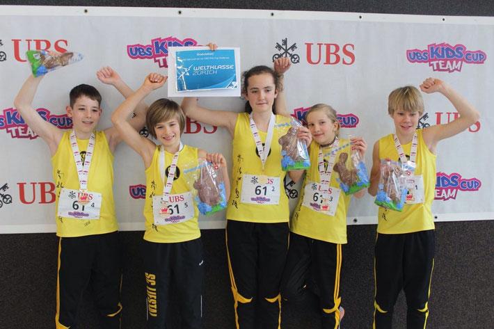 Siegerteam U14-mixed: Gian Pichler, Lars Wenger, Lena Koch, Luisa Wiget, Elischa Tirelli (vlnr) / Foto: Sabrina Imhof