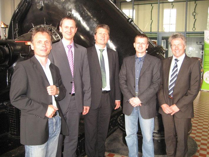 Diskutierten im Alten Pumpwerk : (v.r.) Jörg Broll-Bickhardt (hanse-Wasser), Bernhard Pötter (Autor), Dr. Joachim Lohse, Martin Grocholl (energiekonsens) und Ulf Jacob (Deutsche Bundesstiftung Umwelt)