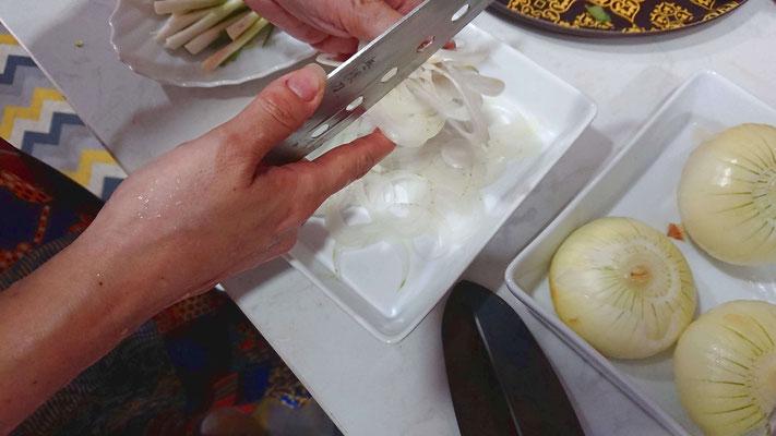 Zutaten-fuer-aromatische-nudelsuppe-aus-vietnam-pho bo