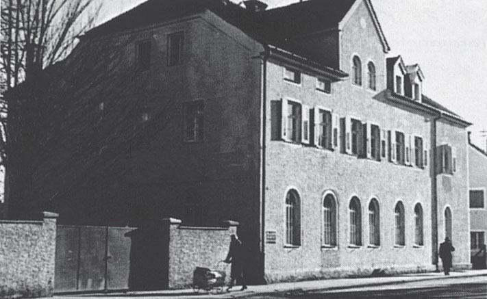 Das Säuglingsheim in der Neuöttinger Straße in Altötting im Jahr 1950.