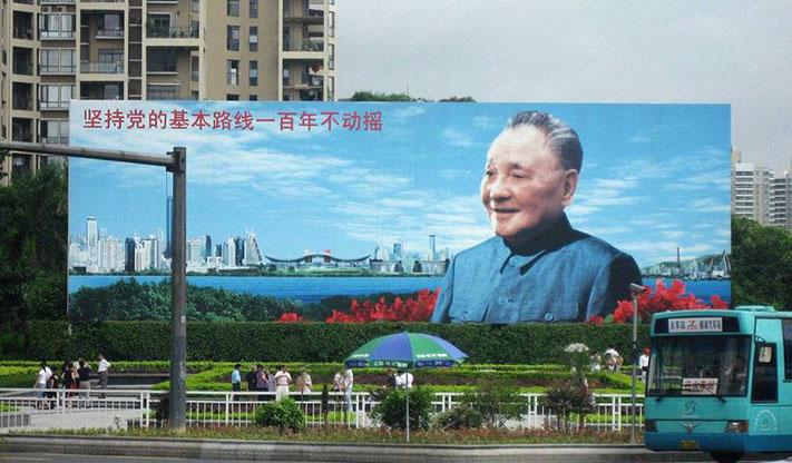 Cartellone con Deng Xiaoping a Lizhi Park, Shenzen.
