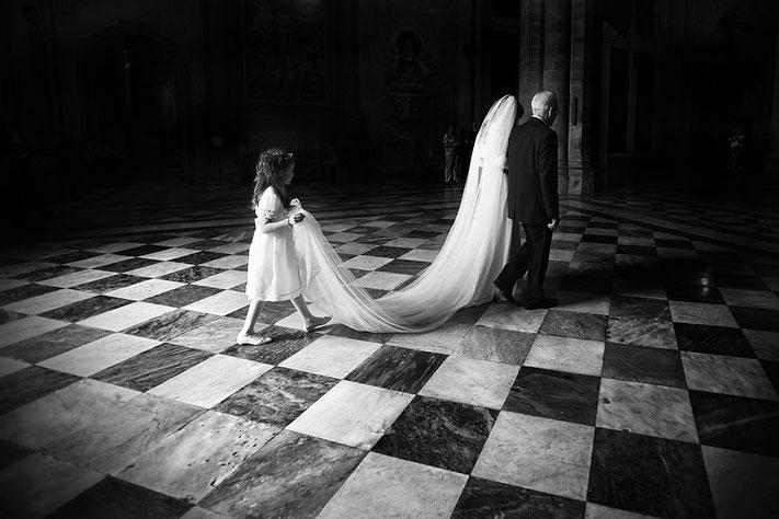 Trauzeremonie mit Einzug der Braut in weiss, Redner für Trauungszeremonie, Rheingau, Frankfurt, Trauredner, Bayern München, Trauung Starnberg