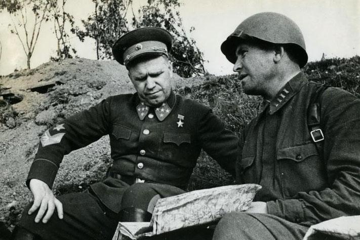 Слева - генерал армии Г.К. Жуков, с 10 октября 1941 г. командующий Западным фронтом
