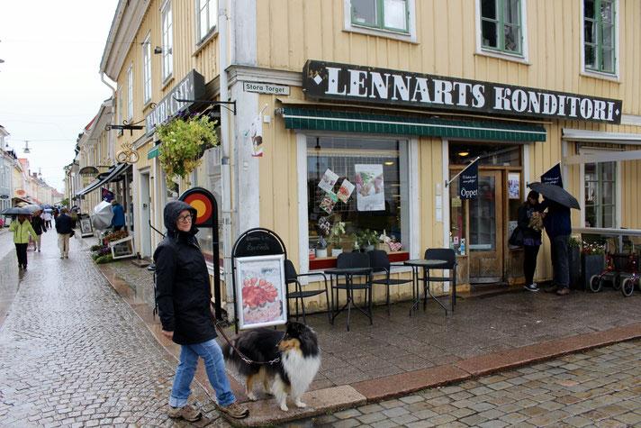Lennarts Konditori in Eksjö. Heißer Kaffee gegen kalte Hände und Sahnetorte für´s Gemüt